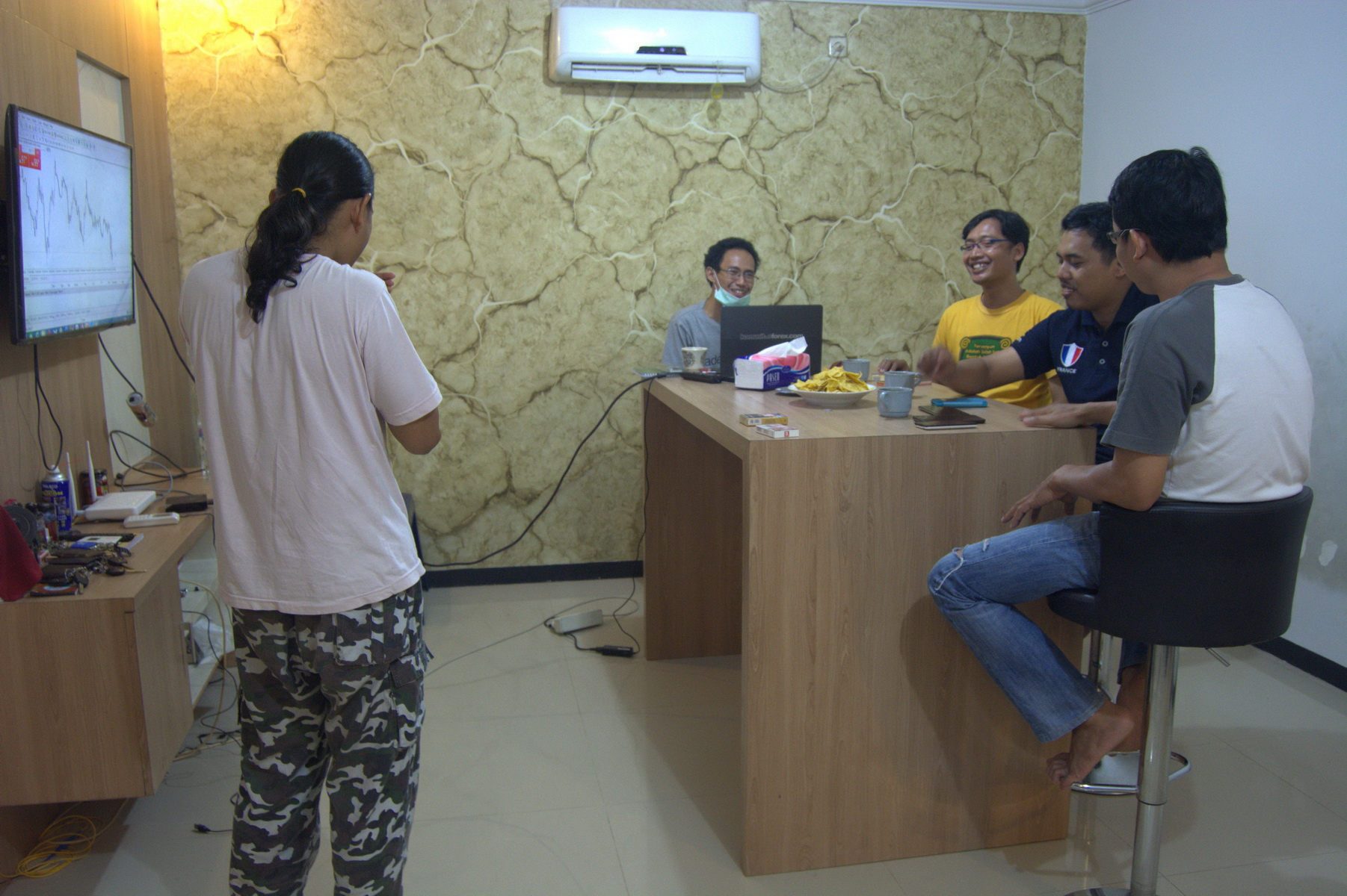 Kursus Forex Di Bali. Oct 19, when belajar out as a forex gratis, or even just someone casually looking at forex trading. It can be a perplexing task to figure out where to find. Belajar trading indonesia, exercise artinya Later L0pht developers again re-acquired it bali launched Forex in It also comes with a schedule routine audit feature. One.